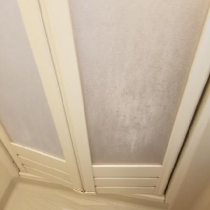 浴室扉汚れ