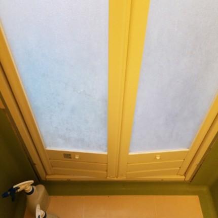 浴室ドア水垢