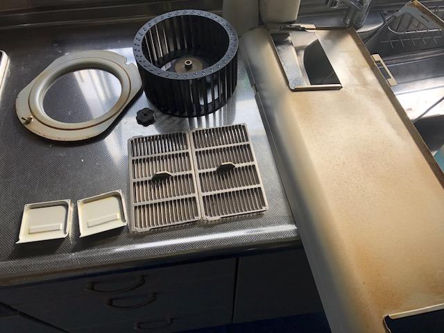 キッチン、換気扇おそうじ