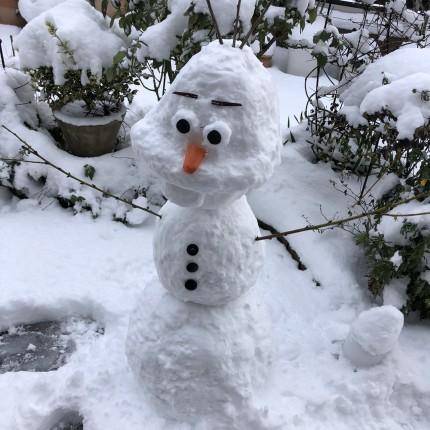 雪でオラフを作ってみました!